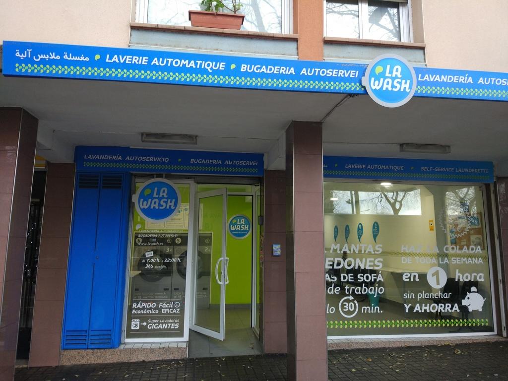 Lavandería autoservicio La Wash en Mossèn Clapés 3