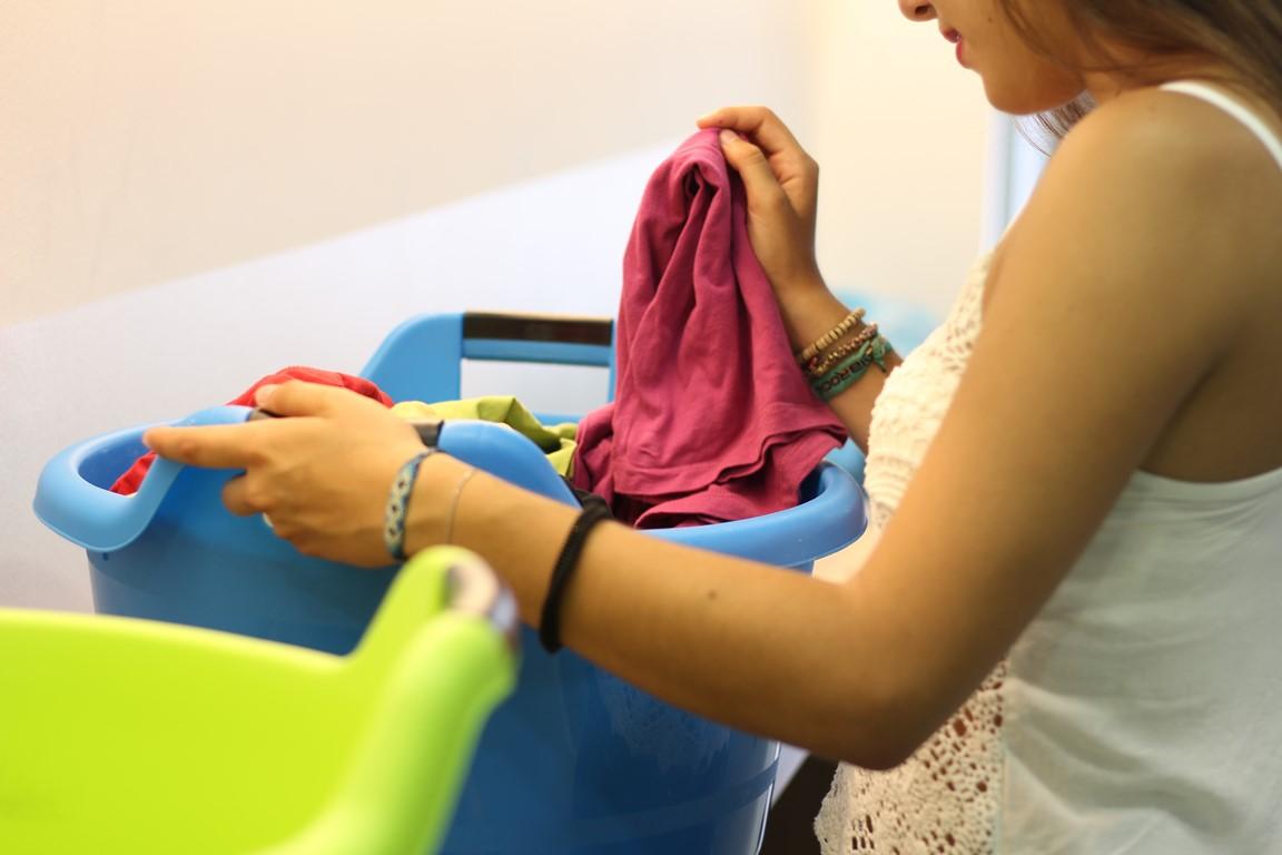 Seguro que te has preguntado qué tipo de prendas pueden lavarse en una lavandería automática,