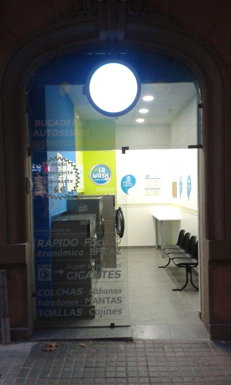 Nueva lavandería La Wash en la calle Entença