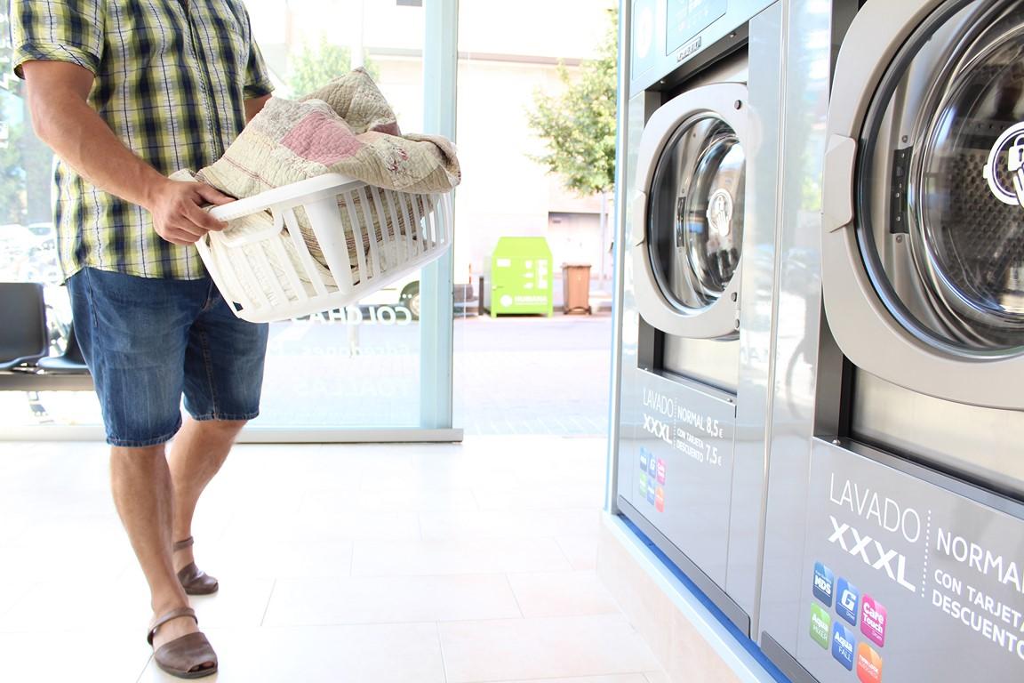 Lavandería autoservicio en el barrio
