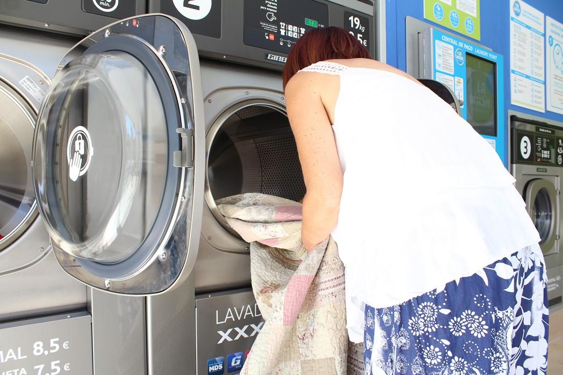 Encontrar centros de lavado de ropa en Valencia es cada vez más habitual y con ellos vas a ahorrar en la colada. Hacer la colada es una tarea indispensable.