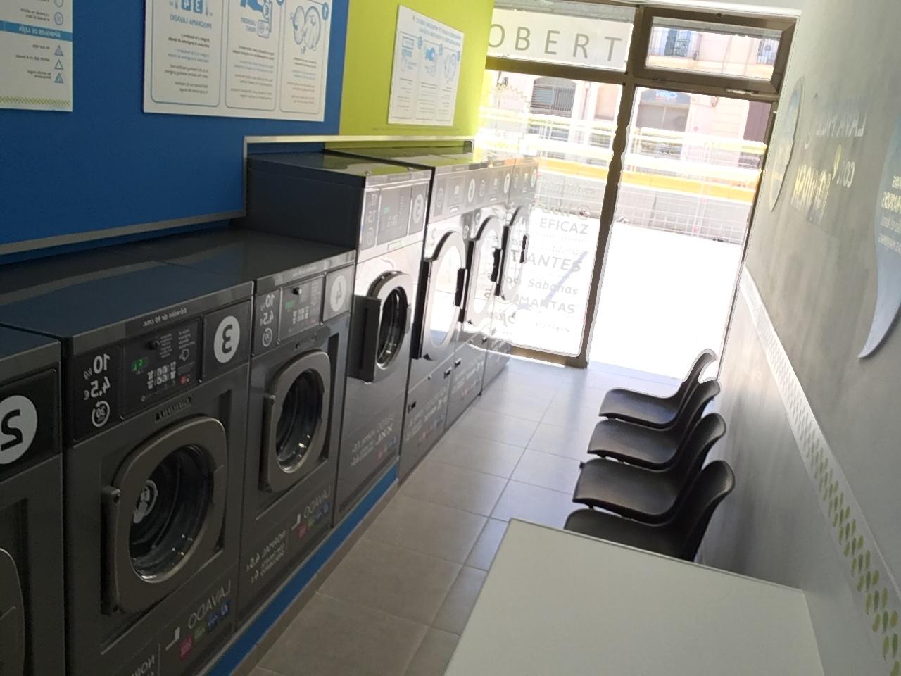 Nueva lavandería autoservicio La Wash en la calle Almogàvers