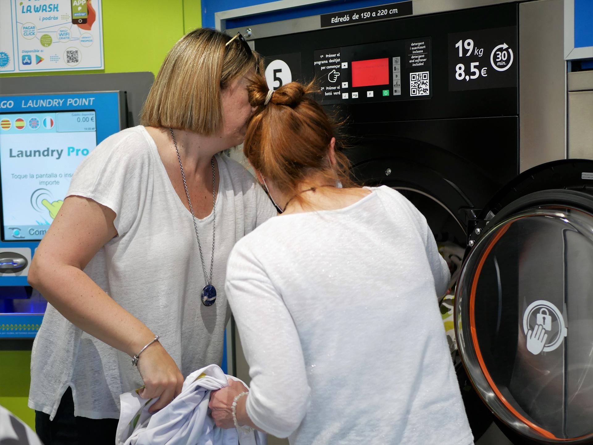 Crece la demanda de lavanderías autoservicio